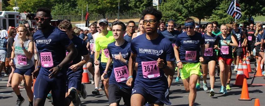 Runners begin Alumni and Friends 5k Run
