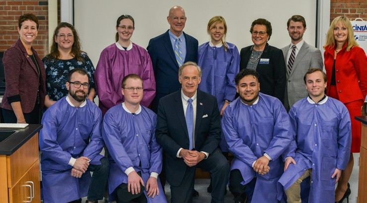 Senator Tom Carper with members of Siemens Healthineers and Delaware Tech students