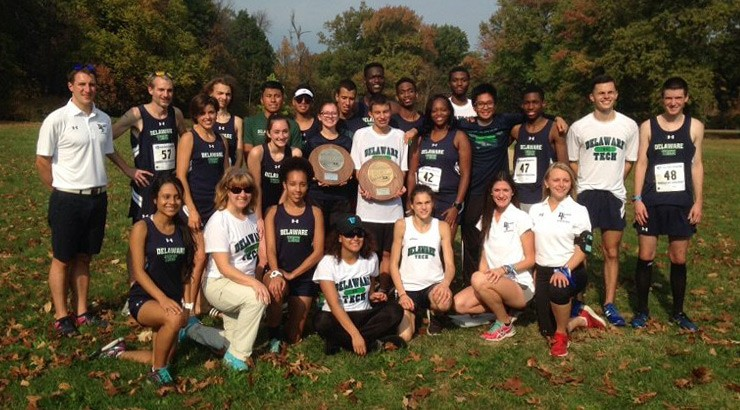 Men's Cross Country Wins Regionals, Women Finish Second