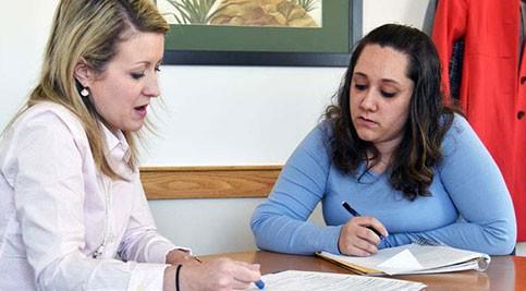 Dr. Melissa Rakes advising student